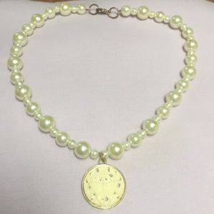 Large pearl necklace with round pendant